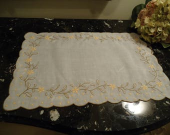 Vintage, Set of 4 Embroidered Placemats, Fine Cotton Scalloped Edge