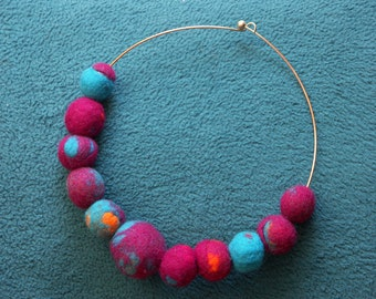 Choker of felted balls - portofree delivery