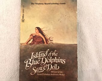 Vintage Island Of The Blue Dolphins Book