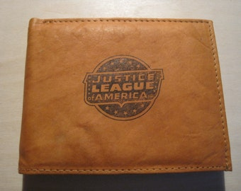"""Mankind Wallets Men's Leather RFID Blocking Billfold w/ """"Justice League of America"""" Image-Makes A Great Gift!"""