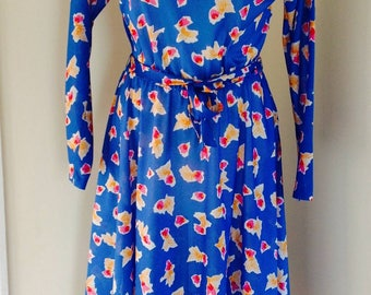 Vintage dress size 10 blue abstract print and Peter pan collar. Summer dress