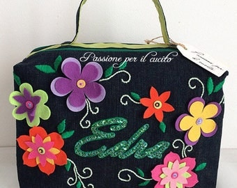Toilet bag with flowers