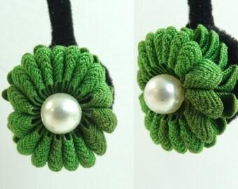 50s flower fabric earrings, 1950s kelly green faux pearl floral earrings, minimalist mad men screw back vintage earrings, costume jewelry