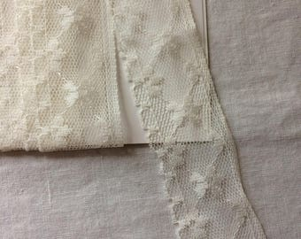 """Off White Lace Trim with Flowers 1-1/2"""" wide x 2 yards long"""
