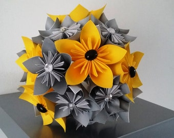 bouquet origami kusudama (grey linen, rhinestones and yellow ribbon)