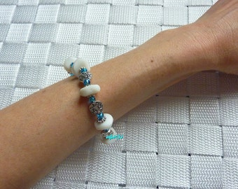 Bracelet with frosted glass beads