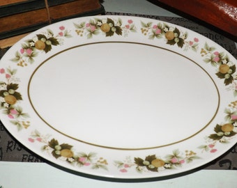 Vintage (c.1970s) Mikasa Eclipse Sumay 5741 large turkey, meat or vegetable platter.  Fruit and flower border band, tawny green line.