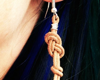 Figure-8 Earring with Fisherman's knot - climbing style