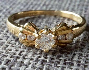 This is a Art deco style vintage 18ct yellow gold 0.15 ct diamond ring