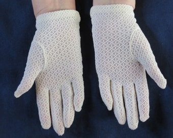 Vintage Women's Off White Lacy Type Gloves, Short Wrist Length, Small Size (#213)