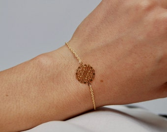 Iris bracelet - Gold thin pendant chained bracelet