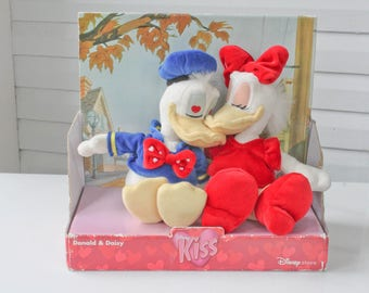 Very Collectable Disney Kiss Series- Donald & Daisy Kissing Plush-Plushy-Disney Store Retired-NOS-Heart Eyes-Magnet Kissing