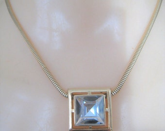 Avon Necklace  ( Short )