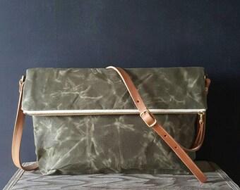 Waxed canvas foldover crossbody bag - Olive