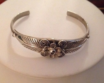 NAVAJO Artist CECIL HENRY  Sterling Silver Cuff Bracelet