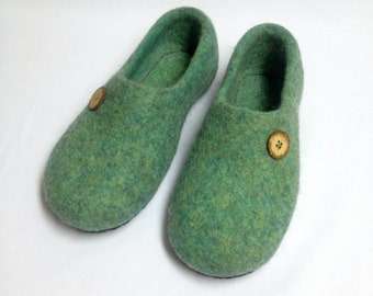 Mens felted wool house slippers, mens home shoes, organic wool slippers Felted clogs