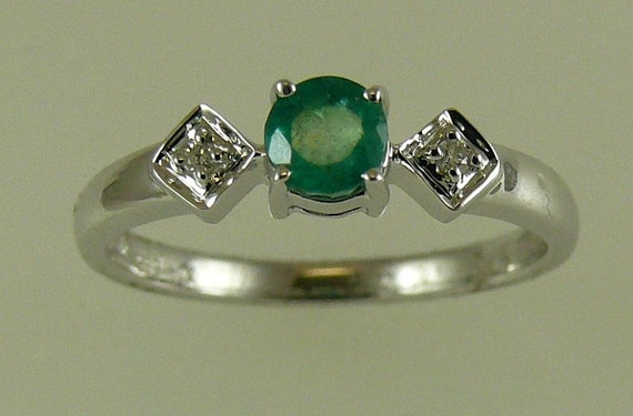 Emerald 0.39ct Ring with 14k White Gold and Diamonds 0.02ct