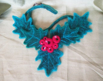 Woolen Christmas necklace,Felted Christmas necklace, woolen Christmas mistletoe necklace, Christmas mistletoe, necklace Christmas mistletoe