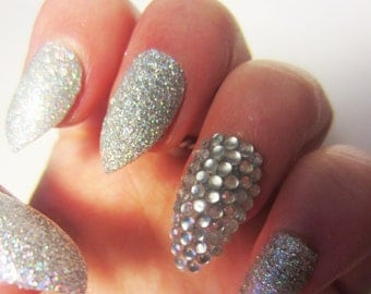 Set of 24 Silver Sparkle Glitter False Nails Including 4 Accent Stud Nails, Fake Press on Fabulous Party Nails