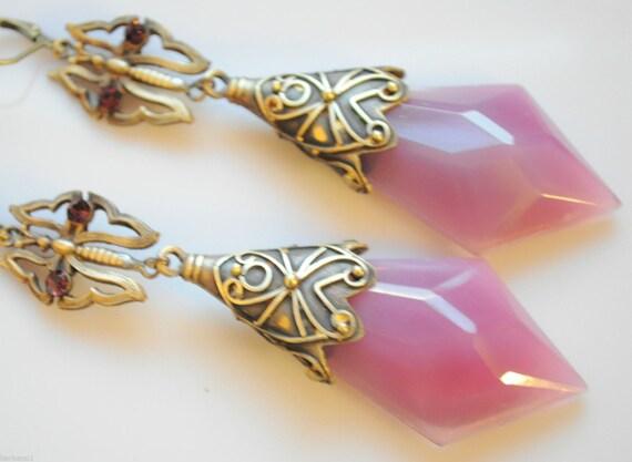Lovely vintage 1940s Czech Deco opaque pink glass dropper earrings