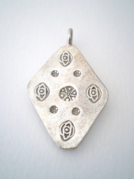 Jewelry hand work hill tribe thai silver stamped diamond for Diamond stamp on jewelry