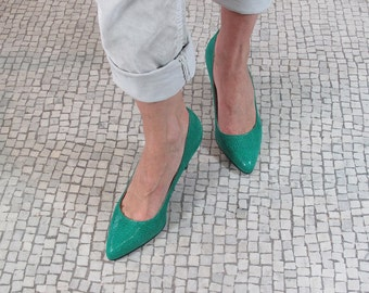 SUMMER SALE, Green leather pointy toe stiletto, pointed toe pumps, green leather shoes, women green shoes, shoes designed in Paris, italy