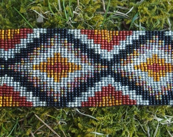 Tribal traditional Mexican beaded bracelet