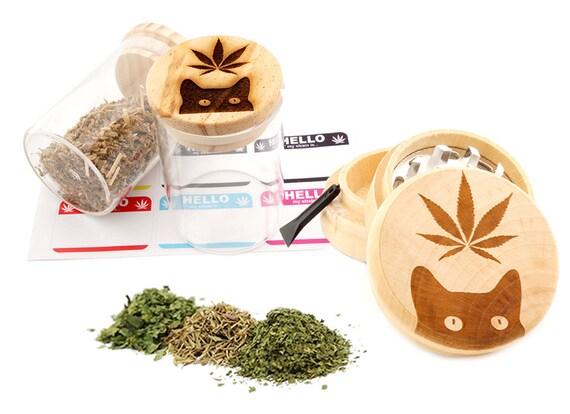 Leaf Cat Engraved Premium Natural Wooden Grinder & Wood Lid Glass Jar Gift Set # GS103116-11