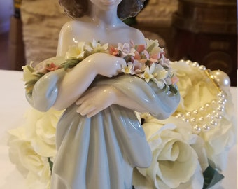 LLADRO #6346 - Petals of Love - Retired Limited Addition In Mint Condition with Original Box