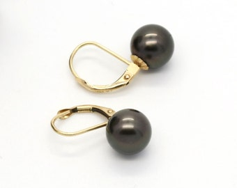 Earrings in solid yellow gold 14k or 585 set with beautiful genuine natural Tahiti pearls