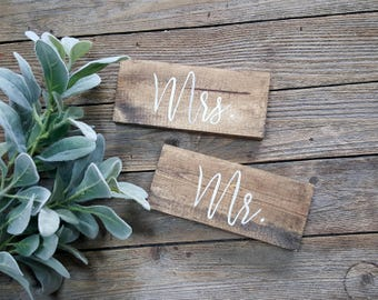 Mr and Mrs Wooden Wedding Chair Signs, Modern Calligraphy, Custom Signs, Wedding Decor, Mr & Mrs Wedding Signs, Sweet Table Decor Wedding