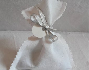Pocket dragees for baptism, wedding, first communion white cotton notched former and silver