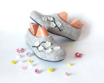 House Slippers wool shoes women natural grey Slippers Handmade shoes - Felted wool shoes slippers - Warm house shoes - Wool felt shoes