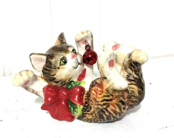 Sweet Vintage Fitz and Floyd Cat Playing with Christmas Ball