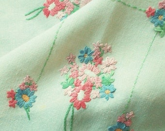 """Pretty vintage hand embroidered table runner - Sprigs of flowers on natural linen - 41"""" x 10"""" - used"""