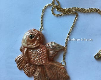 Carassius auratus, goldfish necklace