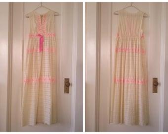 1970s Long Nightgown Cream & Pink Lightweight Summery