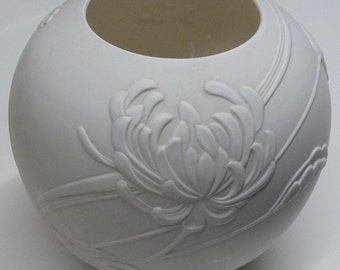 Gorham - Globe Vase - Fine China Linen Flowers - S573