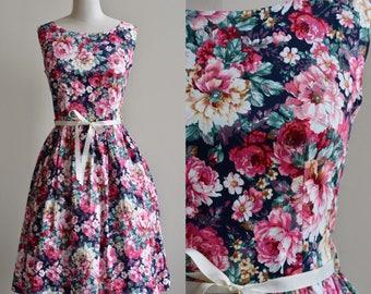 1950s Style Dress / Black Floral Dress / Vintage 50s Floral Print Novelty Print / Medium Large M/L