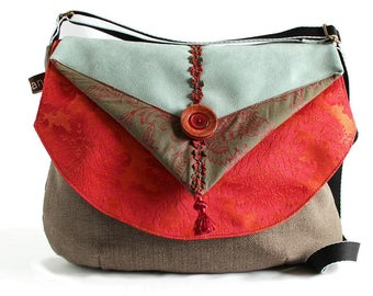 Zipped woman, basic color canvas sling bag taupe with red, Khaki and light blue flap. Pretty light and convenient bag.