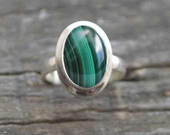 Oval Malachite Ring, Green Ring, 925 solid sterling silver ring, Green Stone Ring, Malachite, Statement Ring, Malachite Cabochon Stone