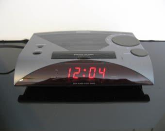 Vintage Magnavox Dual Alarm Clock Radio