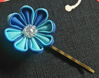 Blue Daisy Large Bobby Pin / Tsumami Kanzashi Hairpin / Blue Flower Bobby pin / Geisha inspired hairpin / Wedding / Prom / Casual hairpin
