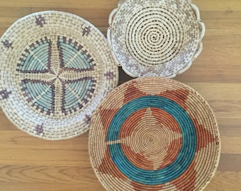 Vintage hand woven basket with scaolloped edge // natural colors