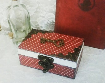 Alice in Wonderland steampunk Queen of Hearts red and white wooden trinket jewellery display box