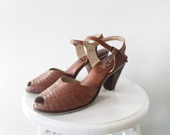 Vintage 70s Tan Leather Brazilian Peep Toe Pumps, Wood Heels 9