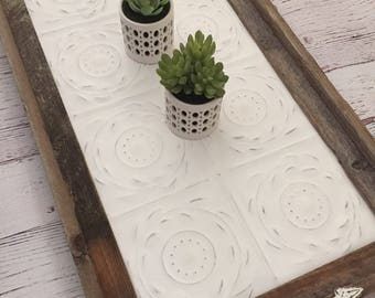 Vintage Style Barnwood Ceiling Tin Rustic Serving Tray Decorative Tray (Wreath Design)