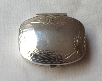 1995 Sterling Silver hallmarked pill box. Length 3.4 cm.