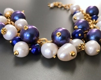 Pearl bracelet made of large white and blue pearls of excellent quality and shimmering shell core beads! On stainless steel chain.