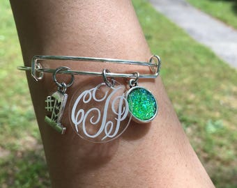 Mom expandable silver bracelet with monogram